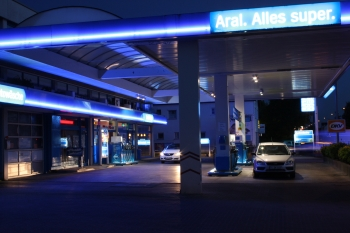 [bbgal=aral]Aral Tankstelle mit LED Beleuchtung